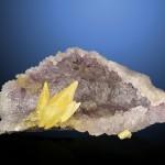 Quarzgrotte mit gelbem Calcit
